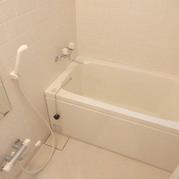 お風呂もキレイ。※写真は3階の同間取り別部屋です