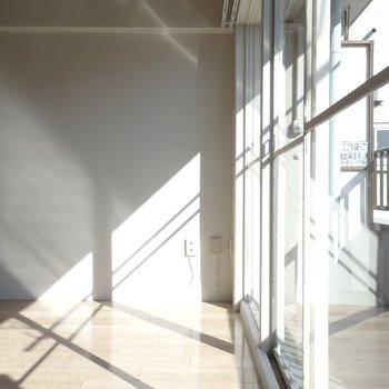 北東向きですが、窓が大きいのでしっかり光が入ります。※写真は前回募集時のものです