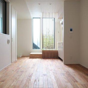 3面採光の細長いワンルーム※写真は別部屋です