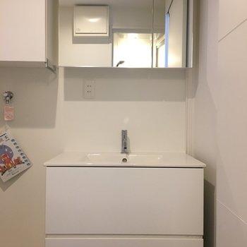 洗面台はシンプルで使いやすそう※写真は別部屋になります