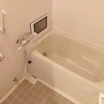 テレビ・追い炊き・浴室乾燥機付き!