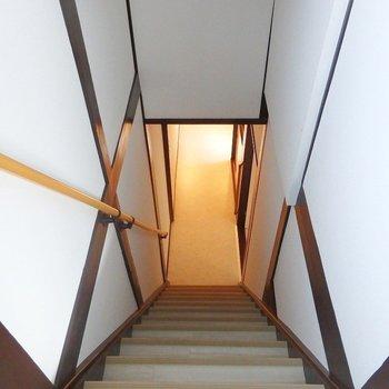 階段を上って2階へ!
