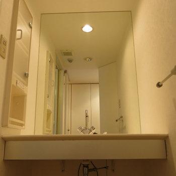 洗面台はワイド! ※写真は別部屋です