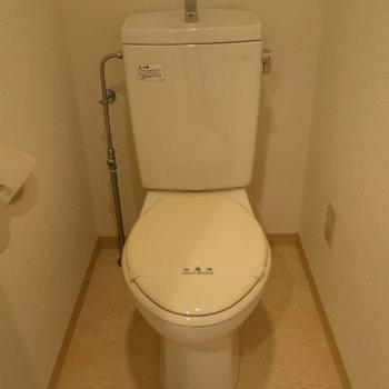 トイレはシンプル。 ※写真は別部屋です