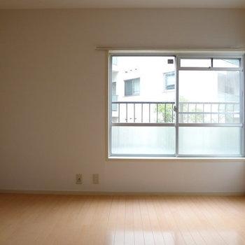 少し狭めのリビングです。※写真は別室です。