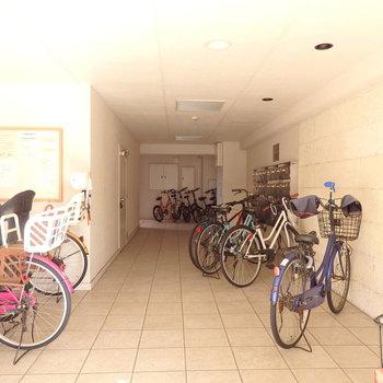 みなさん自由に自転車停めています!