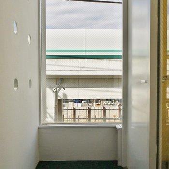 開放的な玄関スペース