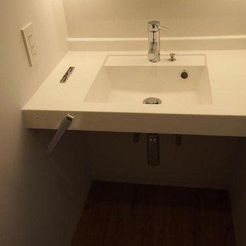 フラットなかんじがすてきな洗面台※写真は別部屋