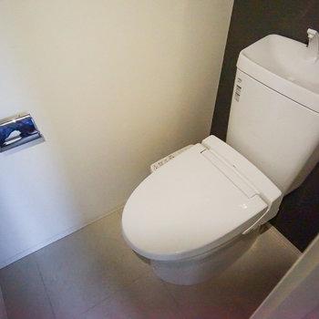 トイレも個室でウォシュレット付き!