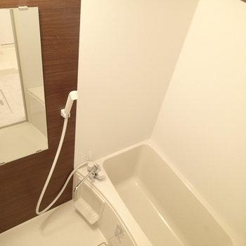 お風呂は浴室乾燥ついています ※写真は別部屋です。