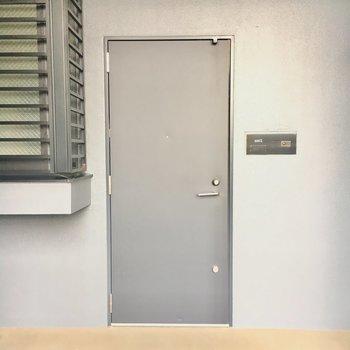 シンプルなドアがいいですね