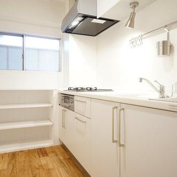 キッチンは3口ガスを新設!