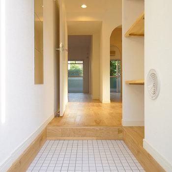 玄関は白タイルでお出迎え♪※写真はイメージです