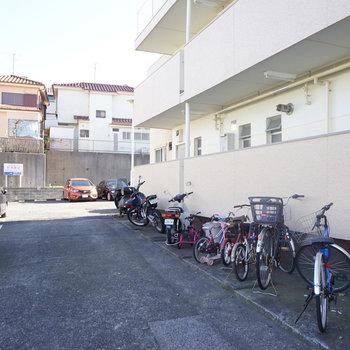 駐輪場や駐車場はこんな感じ!