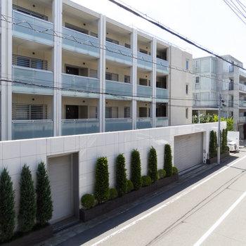 眺望。うちのマンションが一番だけど、クールな建物が多いですね。