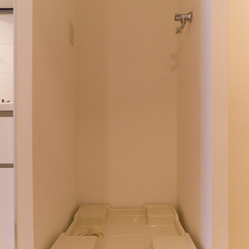 この面積で室内に洗濯機を置けるのはお得感あり。