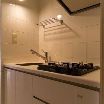 キッチンはやや狭めながら、2口なのが嬉しい。