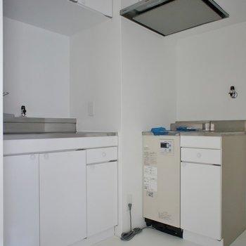 L字のキッチンって珍しい。