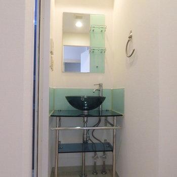 特徴ある、珍しい洗面台(※写真は10階の反転間取り別部屋のものです)