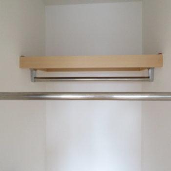 段違い平行棒(※写真は10階の反転間取り別部屋のものです)