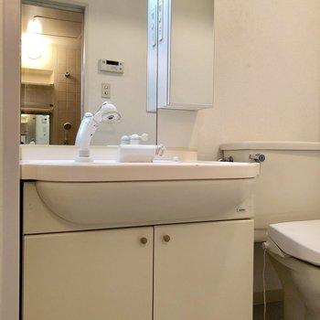 その隣には洗面台。※写真は前回募集時のものです
