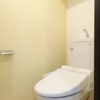 トイレは個室。キレイです!