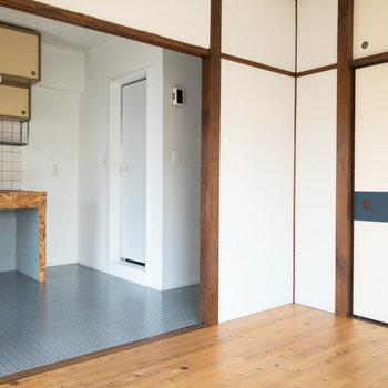 【洋室】DKと洋室を仕切る襖もあります。