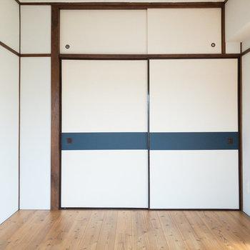 【洋室】無垢床と襖の組み合わせが素敵ですね。