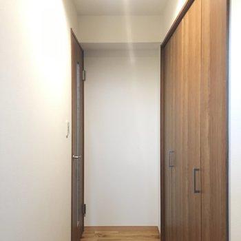 玄関から廊下の眺め