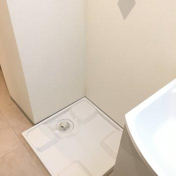 洗濯機置場は洗面台の横です