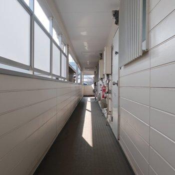 共用廊下は雨風が入り込みにくそう