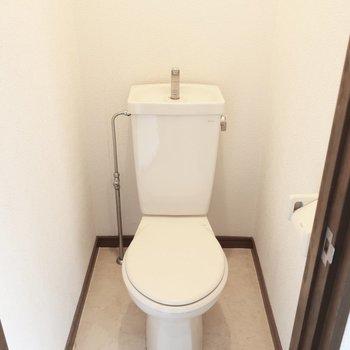 トイレもシンプルなタイプなのです(※写真は清掃前のものです)