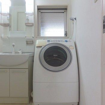 洗濯機は残置物ですが、お使いいただけます。