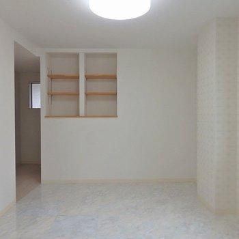 洋室①:ちょこっと棚が嬉しい。