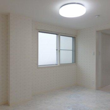 洋室①:つるつるした床のお部屋。