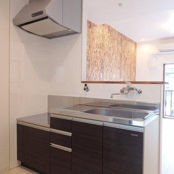 キッチンは設置型です。