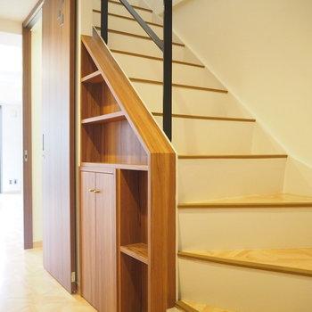 木のぬくもりを感じる階段を登ると。。