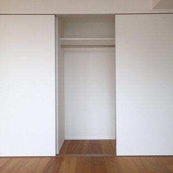 収納はこちら。引き戸3つ分のスペースがあります。