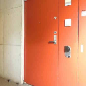 赤い玄関扉