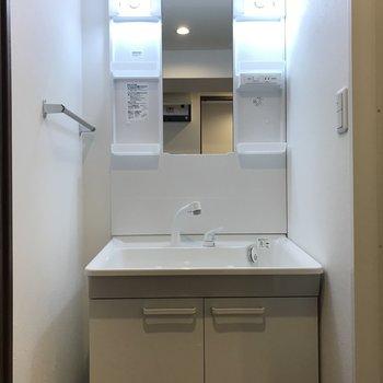 洗面台は大きめ