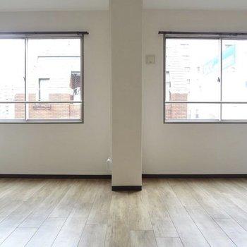 2面の窓から入る光が明るくてきもちいい!