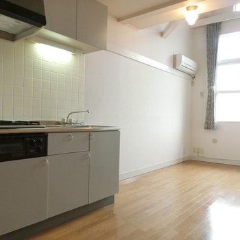 キッチンの横が吹き抜け空間です