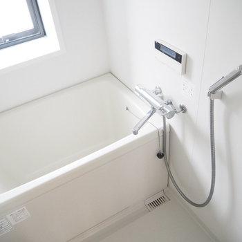 お風呂は普通かな。。※写真は6階同じ間取り別部屋のものです