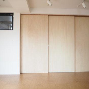 ここも引き戸で空間を分けられます。※写真は6階同じ間取り別部屋のものです