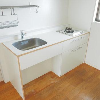 キッチンはTOMOS2口ガスコンロ※写真は前回募集時のものです
