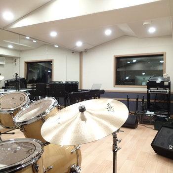 こちらは②のレコーディングスタジオ。①と②のお部屋は別途有料。