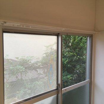 お部屋からグリーンも見えて。1階ですがすこし高台になります※写真は反転別部屋です
