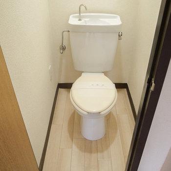 トイレ本体は既存利用し、小物を新しく♪※写真は工事前です