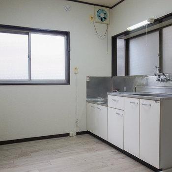 キッチン横に窓も◎※写真は工事前です