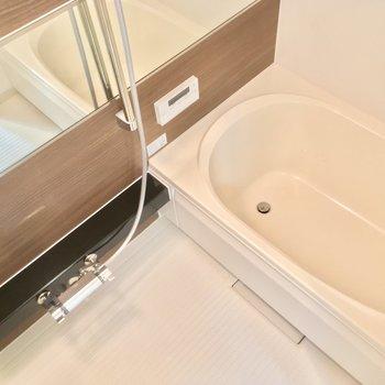 バスルームは脚を伸ばしてゆっくり浸かろう♪